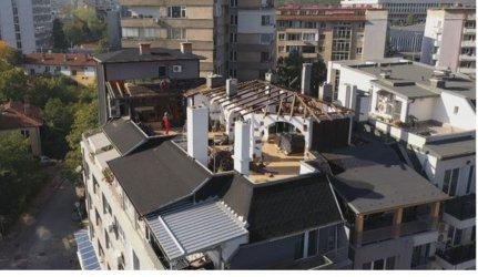 Пламен Георгиев вече събаря навеса на терасата си в София