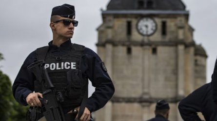 """Поне 90 души са задържани в Париж при протест на """"жълти жилетки"""""""