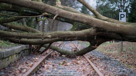 Силни бури спряха влакове и предизвикаха аварии в части от Германия и Чехия