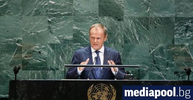 Приключващият мандата си председател на Европейския съвет Доналд Туск използва