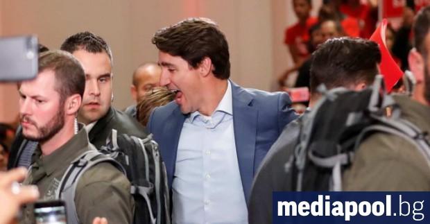 Канадският премиер Джъстин Трюдо се наложи да носи жилетка срещу