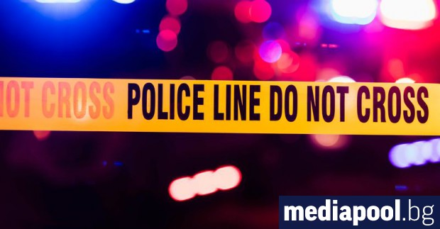 Неизвестни нападатели са застреляли двама души близо до синагога в
