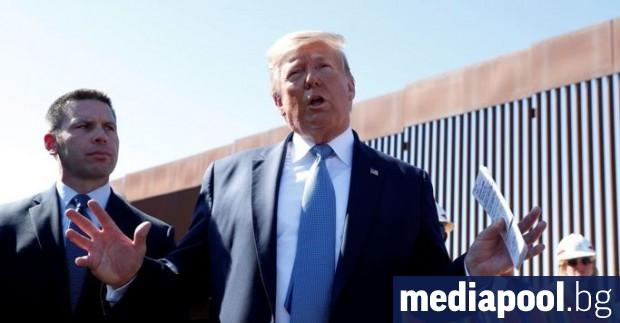 Президентът на САЩ Доналд Тръмп написа името си на новопостроен