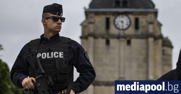 Сили за сигурност са разположени в няколко района на Париж,