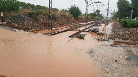 Мъж е загинал и двама души са в неизвестност след проливни дъждове в Каталуния