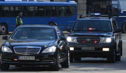 """НСО и """"джипката"""" на Борисов вбесиха хората с джигитско поведение на пътя"""