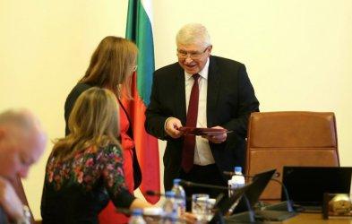 Премиерът и министри попълниха донорски карти