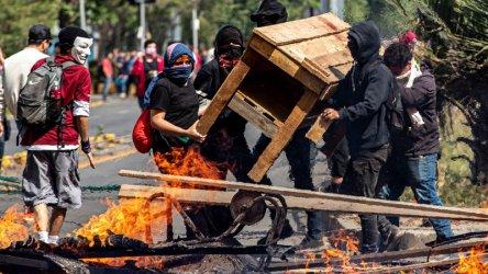 След кървави протести президентът на Чили замрази новите цени на метрото