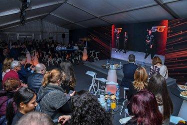 """5G мрежата на """"Виваком"""" събра от разстояние певци за онлайн концерт"""