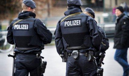 Холандските власти откриха 16 мигранти, скрити в ремарке на камион