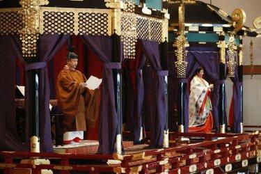 Новият японски император Нарухито се възкачи на трона