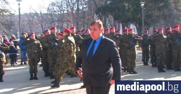 Всички европейци обичат армиите си, освен българите, сочи проучване в