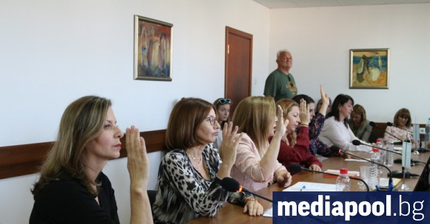 Съветът за електронни медии (СЕМ) единодушно уволни генералния директор на