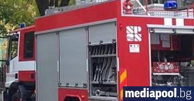 "Пожар избухна в столично заведение на булевард ""Черни връх"". Горя"