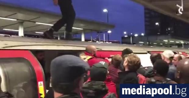 Екоактивисти нарушиха тази сутрин железопътния транспорт в Източен Лондон. Стигна