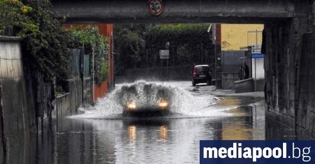 Най-малко двама души станаха жертва на поройните дъждове в областите