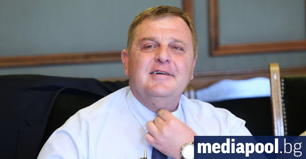Вицепремиерът и военен министър Красимир Каракачанов сравни в сряда футболните
