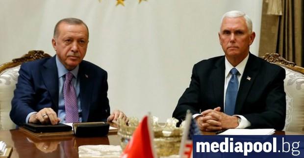 Най-малко петима цивилни бяха убити в петък при турски въздушен