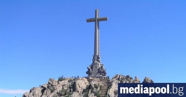 Тленните останки на испанския диктатор Франсиско Франко ще бъдат ексхумирани