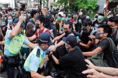 Тръмп подписа закон за демокрацията в Хонконг