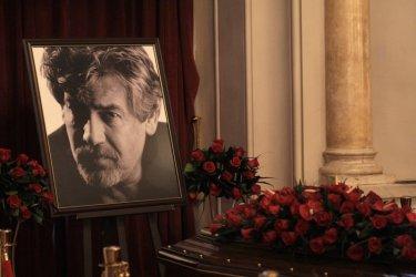Последни аплаузи, цветя и силни думи за Стефан Данаилов