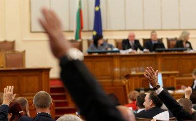 """Порицание за депутат от ГЕРБ заради възгласи """"червени боклуци"""""""
