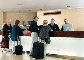 Спадът на чуждите туристи сведен до 0.8%, оптимизъм за зимния сезон