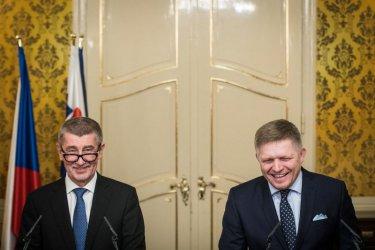 Трийсет години по-късно сянката на комунизма преследва чехи и словаци