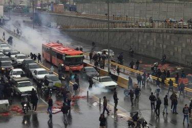 Масови безредици в Иран заради повишените цени на бензина