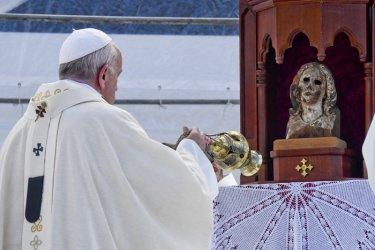 Папата призова за премахване на ядрените оръжия