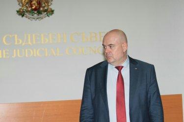 Вече 150 съдии искат дисциплинарно преследване срещу Гешев и извинение