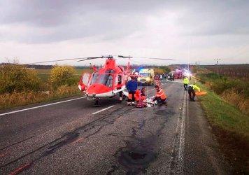 Катастрофа между училищен бус и камион в Словакия взе 12 жертви