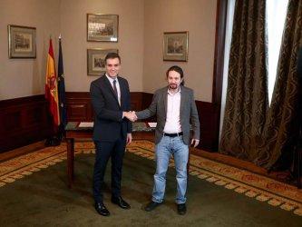 Ще извади ли Испания от парализата съюзът между социалисти и крайна левица
