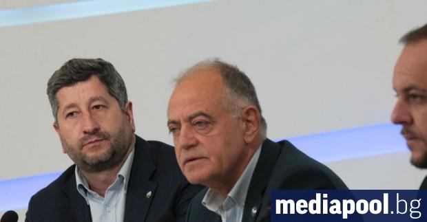Демократична България определи като примитивен политически цинизъм обвиненията за свързаност