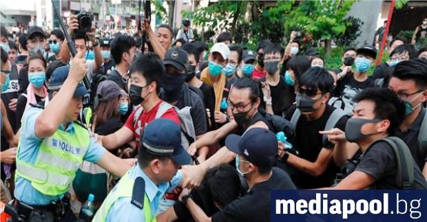 Протестиращите в Хонконг, които по-рано бяха навсякъде, разливаха се