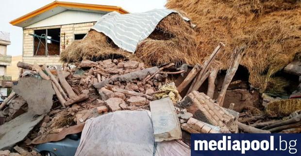 Най-малко шестима души са загинали, а над 300 са ранени