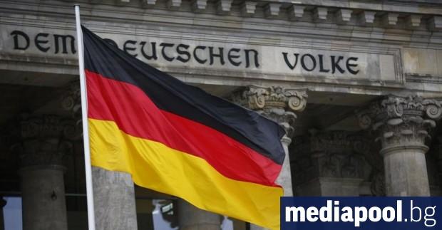Германският канцлер Ангела Меркел решително отхвърли призивите Германия да поеме