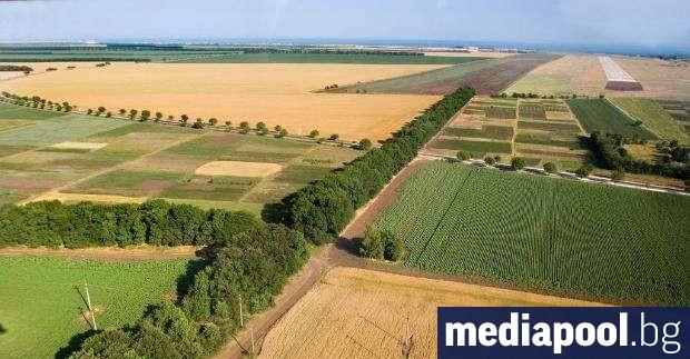 Забраната граждани извън Европейския съюз да могат да купуват земеделски