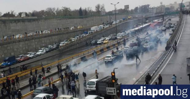 Най-малко 106 души са загинали в Иран от началото на
