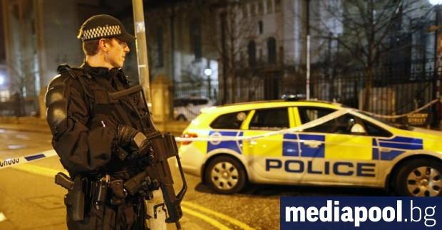 Патрулираща в Белфаст полицейска кола беше нападната с граната тази