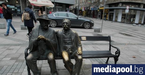 Част от бронзовата статуя на Петко и Пенчо Славейкови в