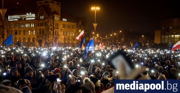 Хиляди хора излязоха по улиците в много части на Полша