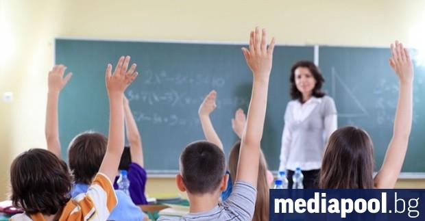 Заплатите на учителите ще се увеличат с минимум 17% от