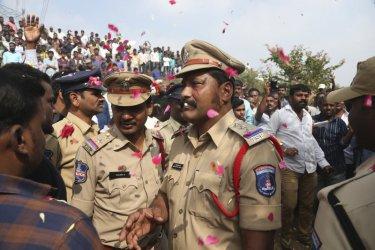 Индийската полиция застреля четирима заподозрени за групово изнасилване