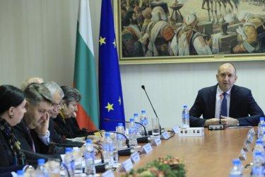 Радев отговори на Гешев: Прокуратурата може да се самоунищожи, ако не се бори с корупцията