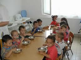 Коледни картички в подкрепа на деца със специфични хранителни потребности