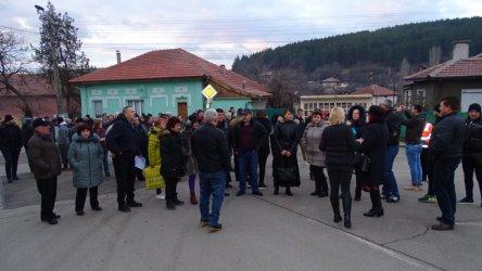 Бобов дол протестира срещу камиони с боклуци и горенето им в ТЕЦ-а