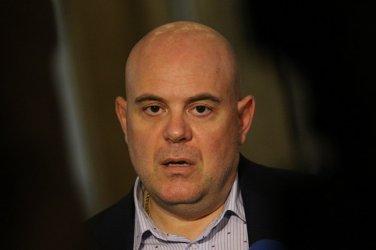 Борисов пита Конституционния съд дали Гешев може да се съди сам