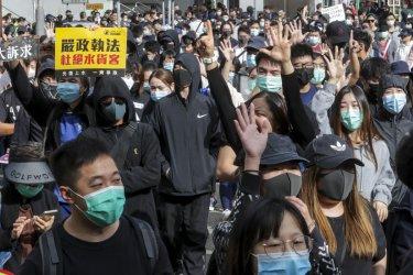 Хиляди жители на Хонконг протестираха срещу паралелните търговци от Китай