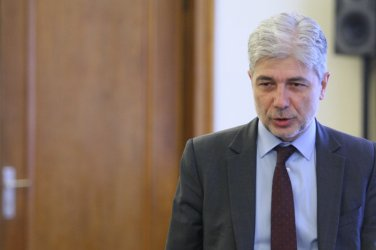 Депутати питаха екоминистъра за италианския боклук, той не знае пътувал ли е за България